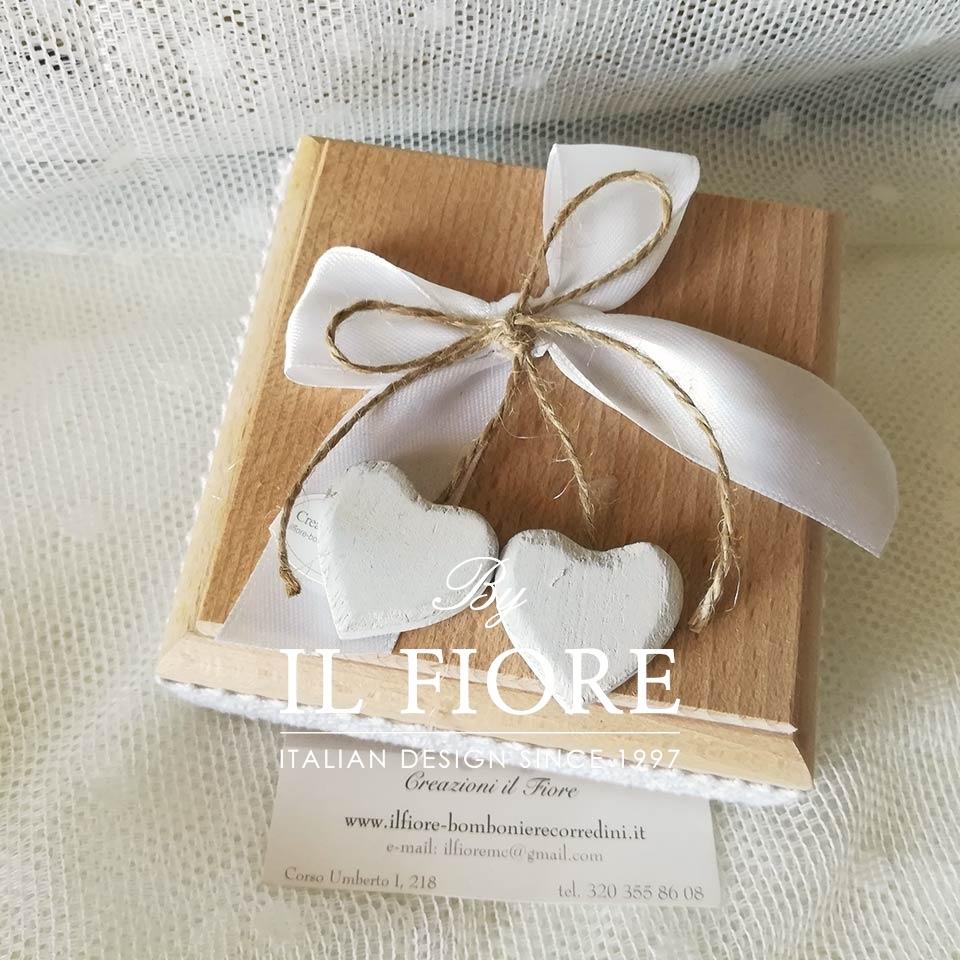Bomboniera scatola in legno con cuori - altra vista thumb