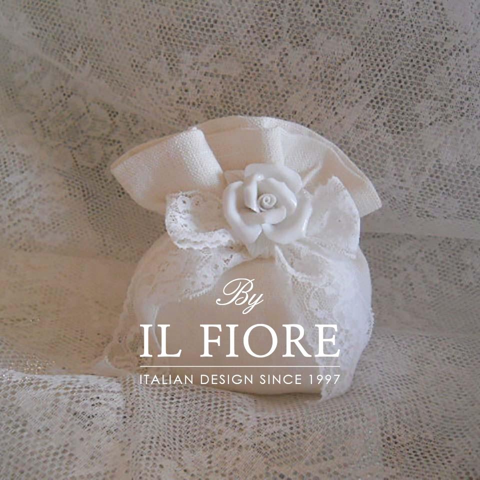 Bomboniere matrimonio sacchetto portaconfetti con rosa in ceramica e fiocco in pizzo thumb cover