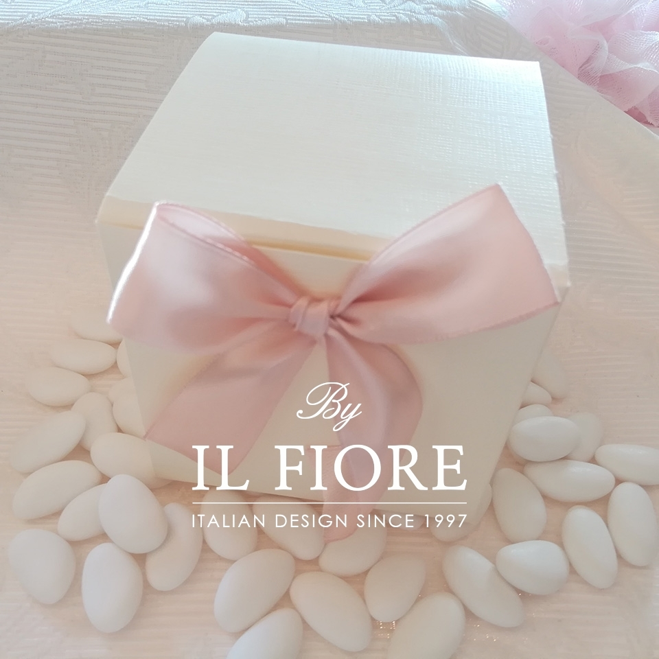 Bambola Comunione e Cresima sacchetto portaconfetti rosa e fiori 01330