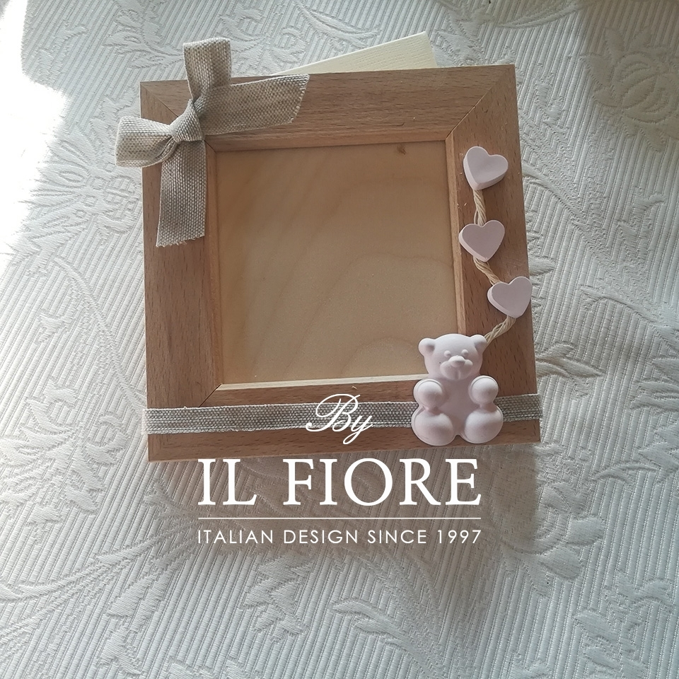 Bomboniera Battesimo portafoto con cuoricini e gessetti profumati per bimba e bimbo 01500