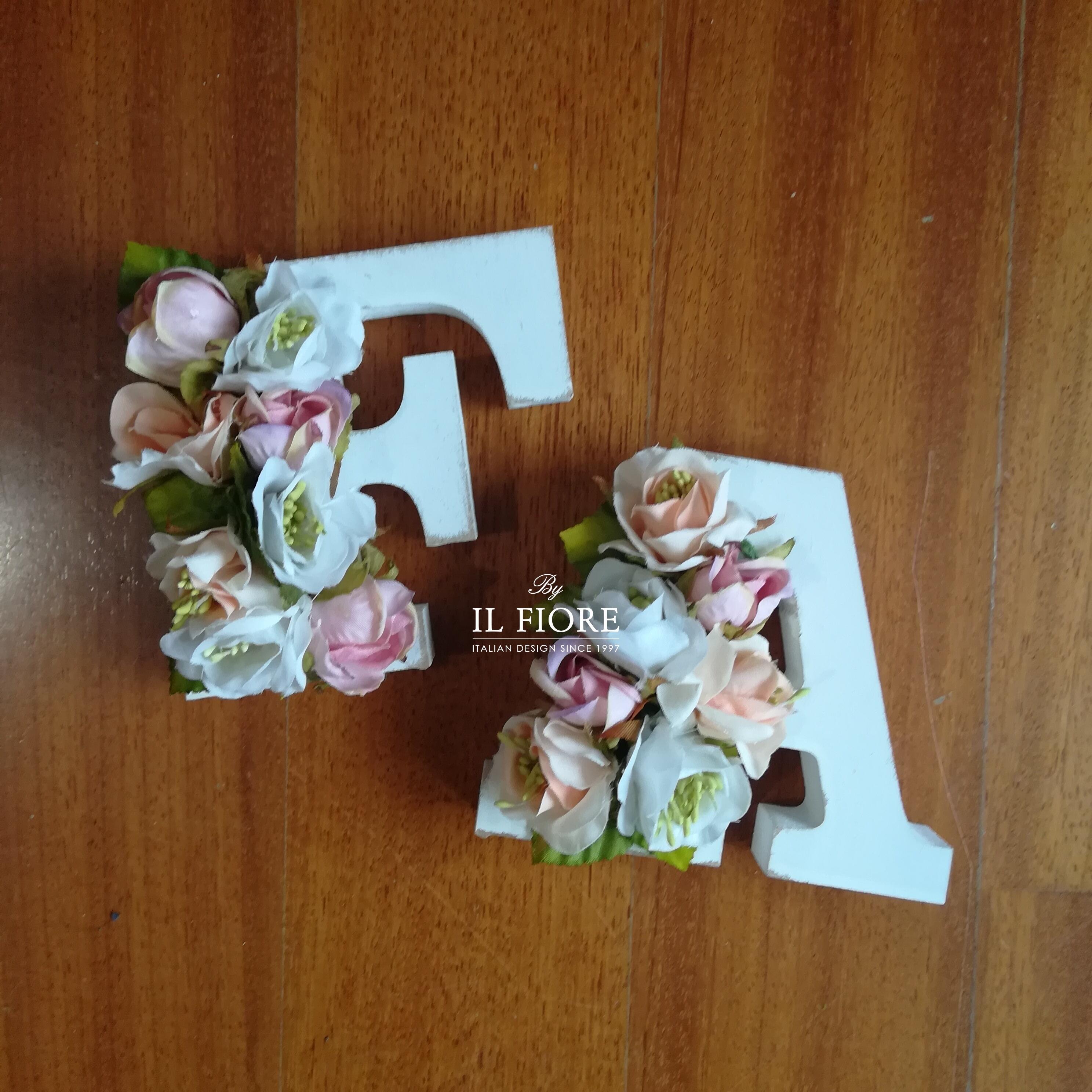 Bomboniere lettere personalizzabili con fiori - fuoriporta 010