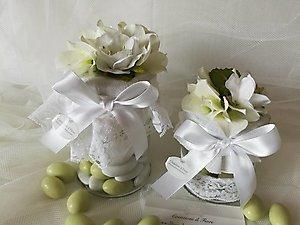 Bomboniera enogastronomica barattolo con confetti e fiori cod. 15R - 15R1