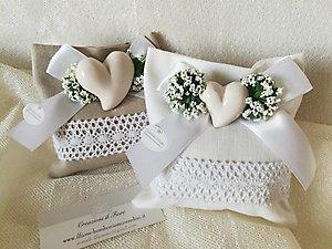 Bomboniera cuore  in ceramica e gipsofila sacchetto con merletto cod 72R - 72R1