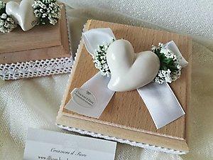Bomboniera con gipsofila e cuore in ceramica scatola in legno cod. 76R - 76R1