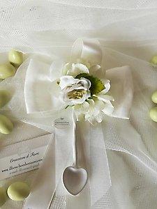 Bomboniera matrimonio comunione fiocco con cucchiaino e fiori cod. 49R