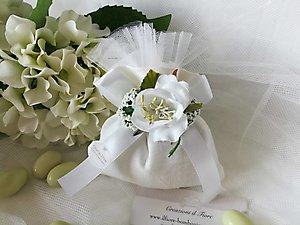 Bomboniera in lino con fiori cod. 46R