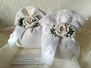 Bomboniera  per comunione matrimonio e cresime sacchetto con gipsofila e rosa in porcellana cod. 68R - 68R1