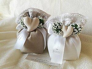 Bomboniera  matrimonio Comunione e cresime sacchetto con gipsofila e cuore in porcellana cod. 73R - 73R1