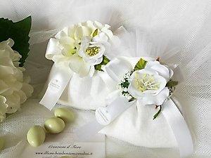 Bomboniera con fiore ortensia e peonia e ciuffetto tulle  per matrimonio e Comunioni cod. 8R - 8R1