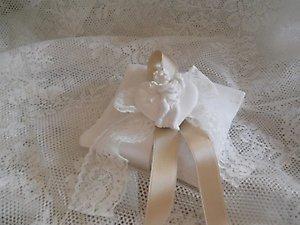 Bomboniera cuscino in lino con gessetto angelo cod. 8Z