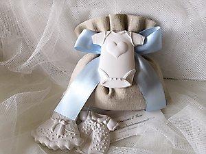 Bomboniera nascita e Battesimo con Sacchetto in cotone e gessetti tutina bimba e bimbo - cod. 25a