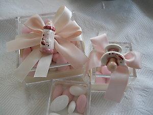 Bomboniera battesimo scatola in plexiglass con ciuccio e biberon in ceramica cod. 13P - 13P1 - 13P2