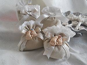 Bomboniera  Battesimo con piedini calamita in ceramica cod 48P