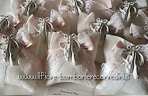 bomboniera CRESIMA COMUNIONE sacchetto con scarpette e pizzo- codice. 45V