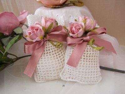 Sacchetto uncinetto con bocciuolo fiore rosa 21H -  linea fiori matrimonio - comunione NOVITA'