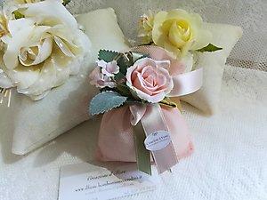 Bomboniere cresima matrimonio comunione con cuscino e sacchetto con fiore cod. 24H - 24H1 linea matrimonio - comunione NOVITA'