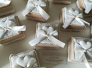Bomboniere cresima comunione matrimonio scatola in legno rivestita in Sangallo e con gessetto profumato 12N 13N