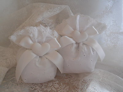 Bomboniere matrimonio comunione cresima sacchetto in tessuto sangallo con gessetto profumato cod. 15N 16N