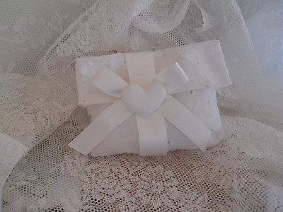 Bomboniere per matrimonio comunione cresima Busta sacchetto in san gallo con gessetto profumato cod. 21N