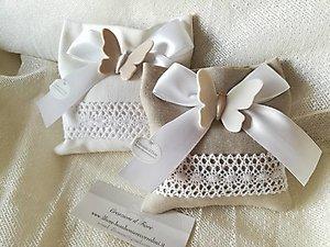 Bomboniera matrimonio con farfalla in ceramica e sacchetto  cod 97G - 97G1