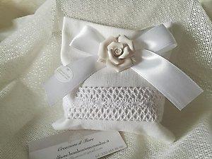 Bomboniera matrimonio con rosa in ceramica e sacchetto cod 103G