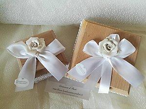 Bomboniera scatola portaconfetti in legno con rosa cod 100G - 100G1