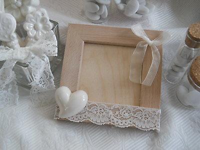 Bomboniera matrimonio portafoto in legno con cuore in ceramica e pizzo cod. 5G-6G
