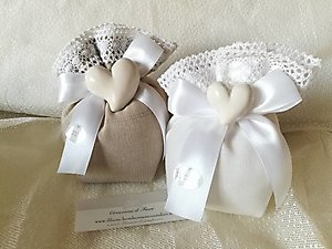 Bomboniera matrimonio  con cuore in ceramica e pizzo cod. 7G-8G
