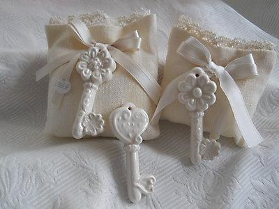 Sacchetto in lino matrimonio comunione -  con merletto e chiave in ceramica cod. 9G-10G
