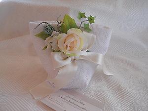 Bomboniera comunione cresima matrimonio sacchetto in pizzo con fiore shabby chic cod.55EF