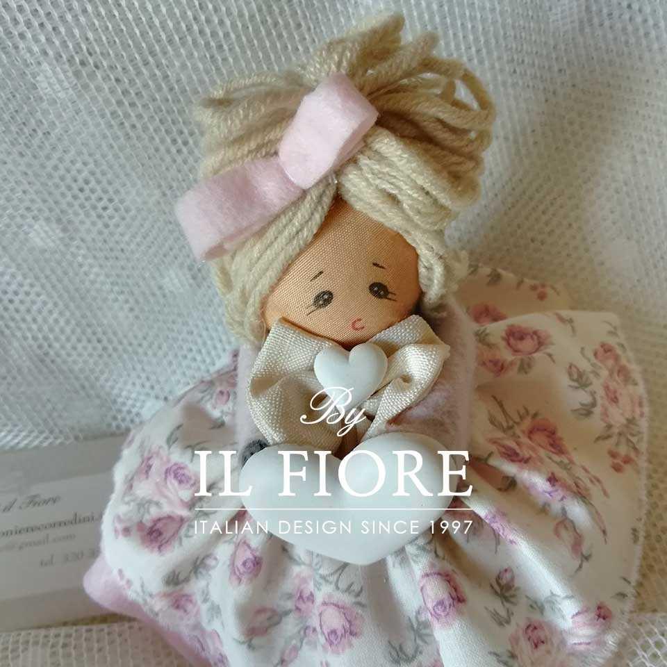 Bambola in stoffa Pinkas per Bomboniera Particolare Bambola in stoffa Pinkas