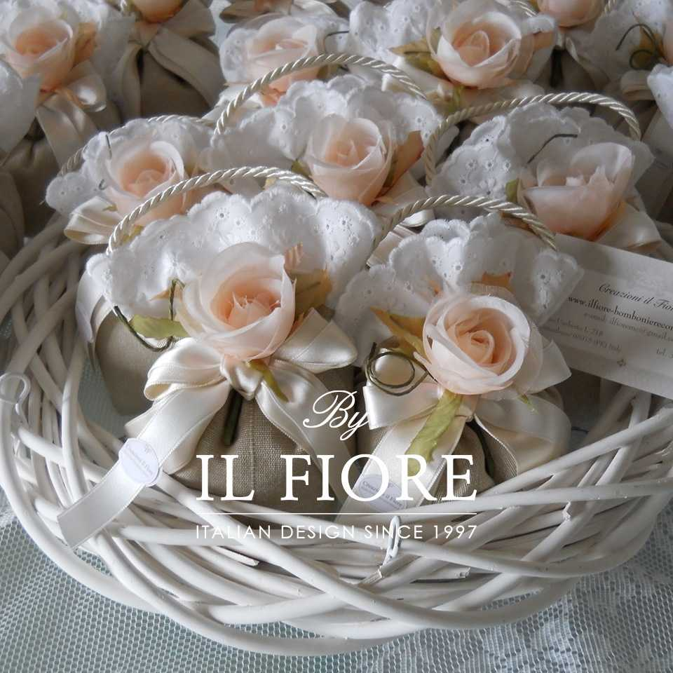 Bomboniere Fiori Fiori Bomboniere Matrimonio Sacchetto Portaconfetti con fiori e pizzo San Gallo