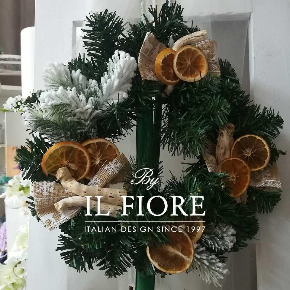 Creazioni Natale Ghirlande Ghirlanda natalizia con frutta secca e fiocchi natalizi.