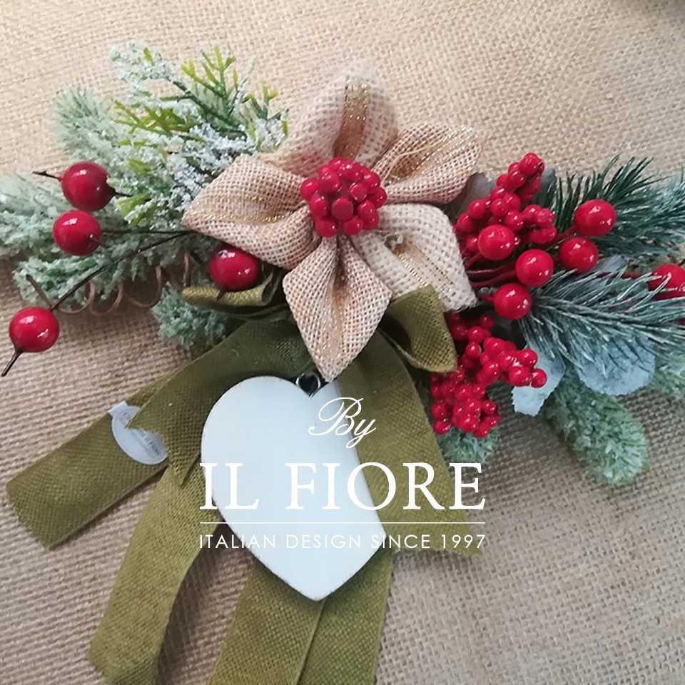 Creazioni Natale Ghirlande Fuoriporta Natalizio in pino con cuore in legno e bacche