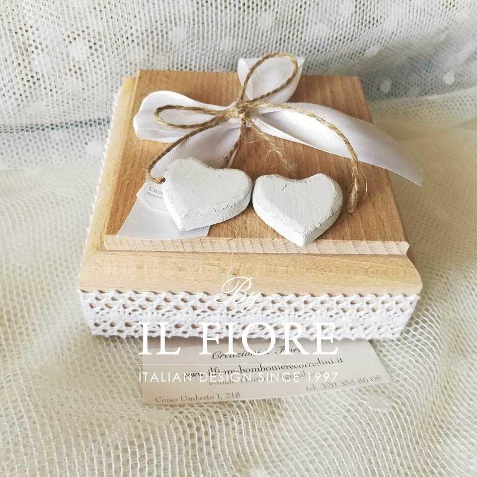 Bomboniera Shabby Chic scatola in legno con cuori