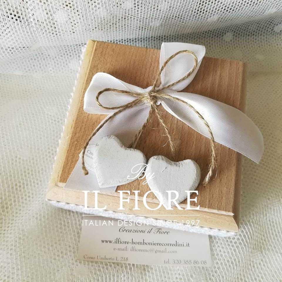 Bomboniera Shabby Chic scatola in legno con cuori Bomboniera scatola in legno con cuori - altra vista