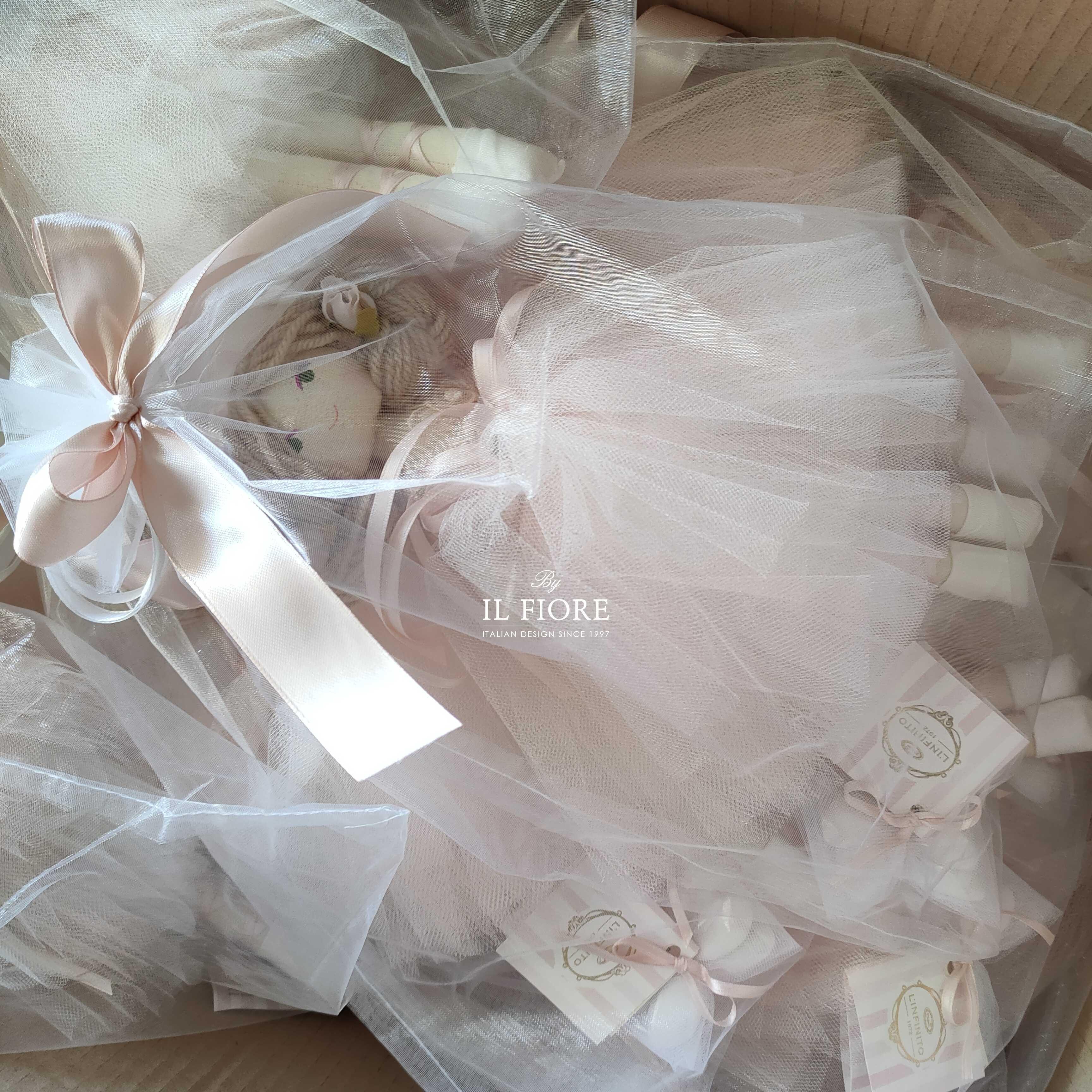 Bomboniera Battesimo bambola con vestito San Gallo Foto dimostrativa confezione sacchetto in organza