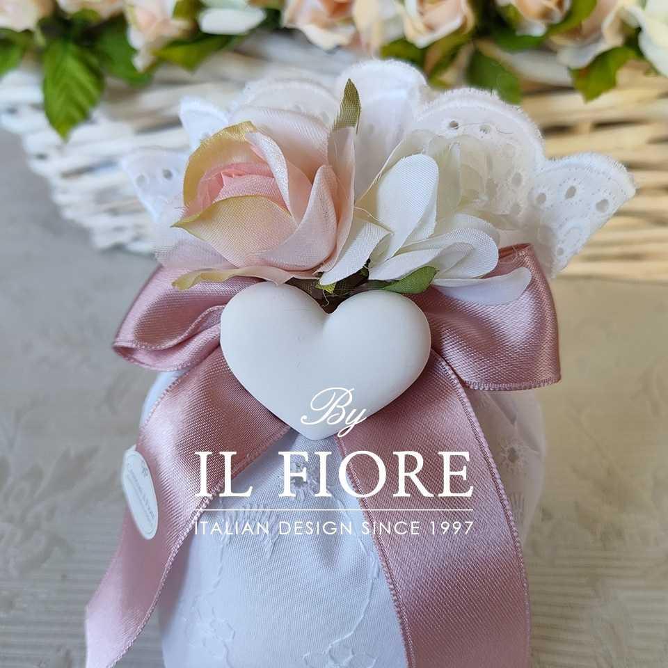 Bomboniere Cresima e Comunione Sacchetto Sangallo con fiori e gessetto a forma di cuore