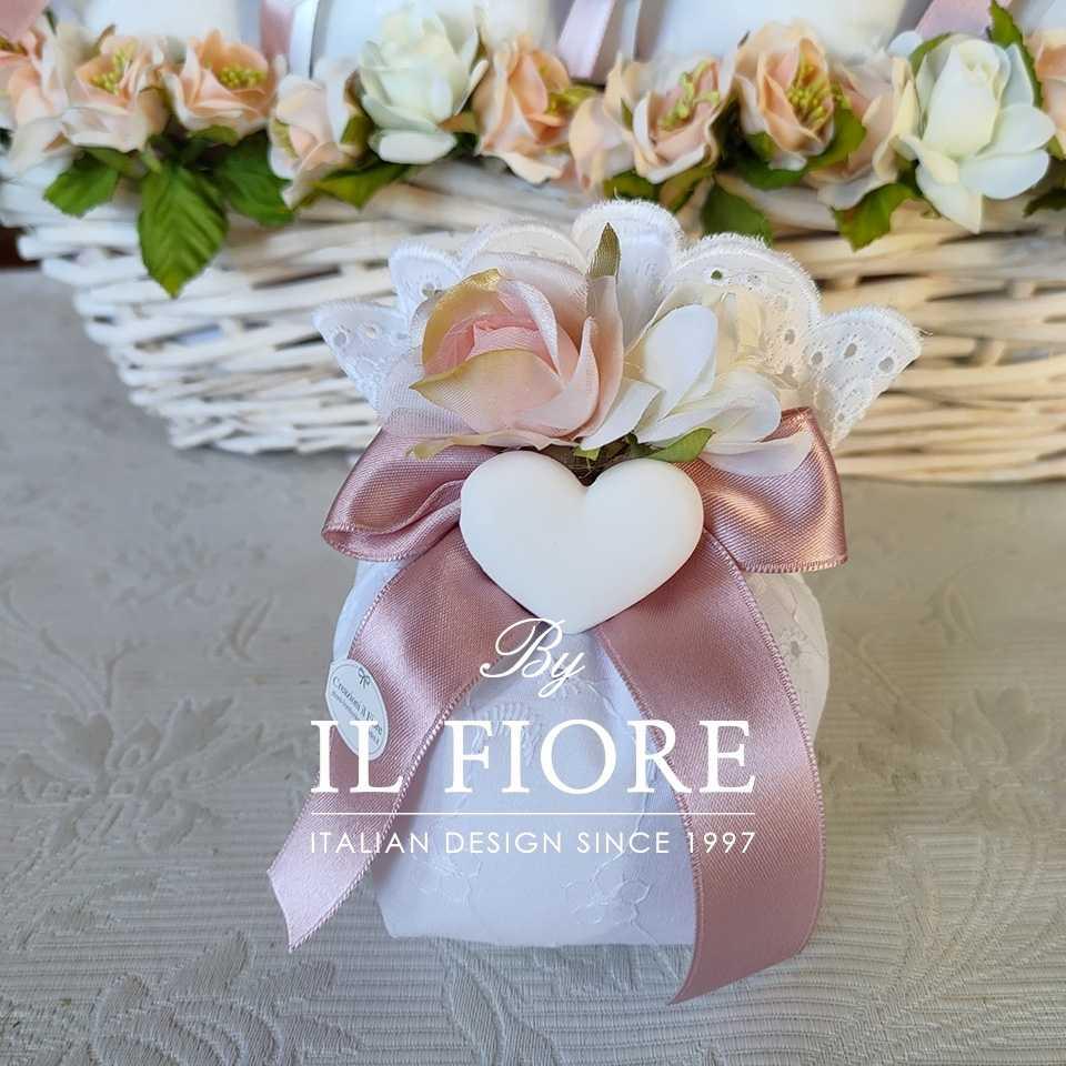Bomboniere Comunione e Cresima Sacchetto Sangallo con fiori e gessetto a forma di cuore