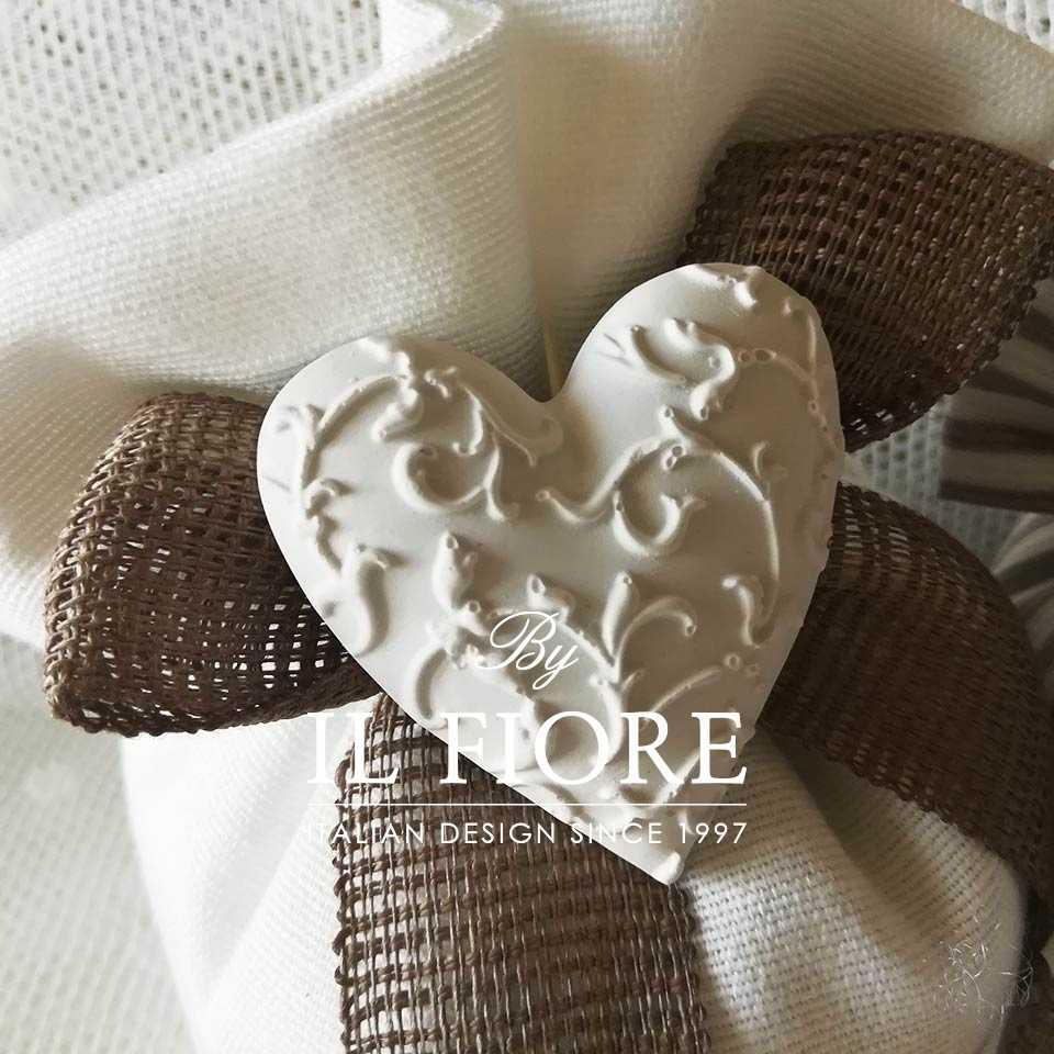 Bomboniera Shabby Chic bon bon Odette Bomboniera bon bon Odette - Cuore in cotone bianco