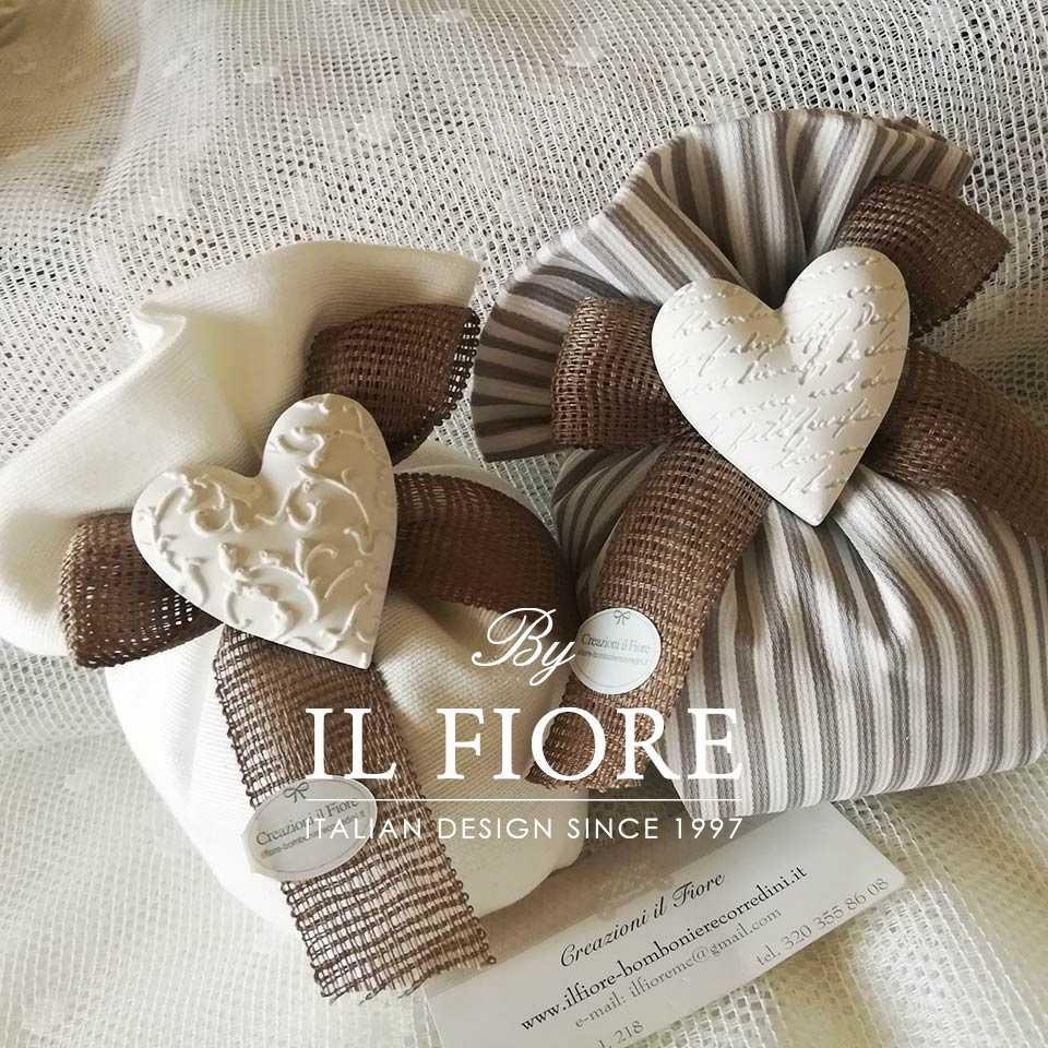Bomboniere Comunione Matrimonio e Cresima Sacchetto con Cuore Bomboniera bon bon Odette - cotone bianco e piquet a righe