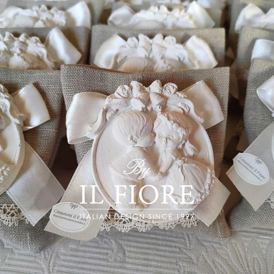 Bomboniere Matrimonio Shabby Chic Sacchetti con medaglione Sposi in Gesso Profumato